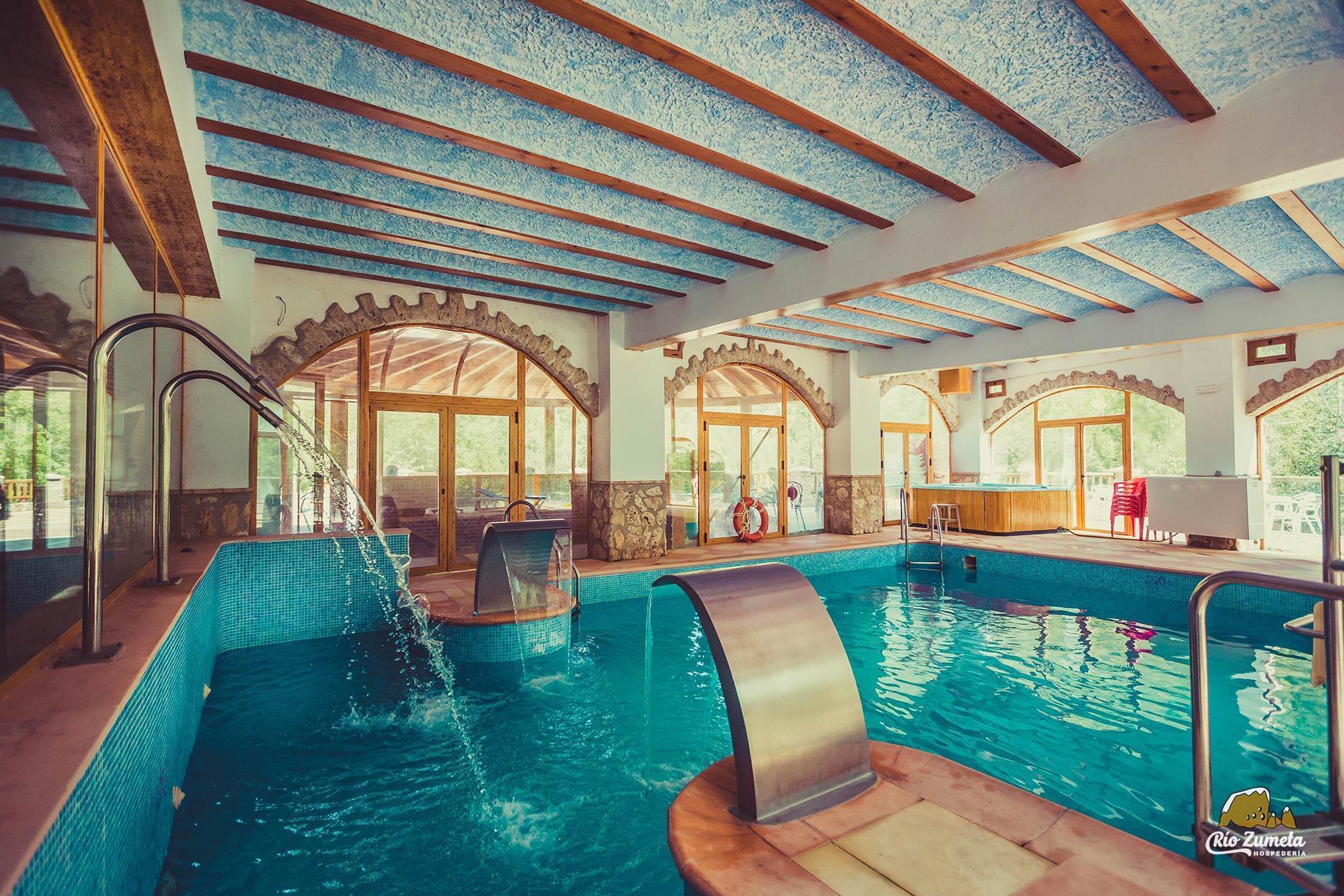 Spa y piscinas hospeder a r o zumeta hotel en cazorla for Piscina la granada