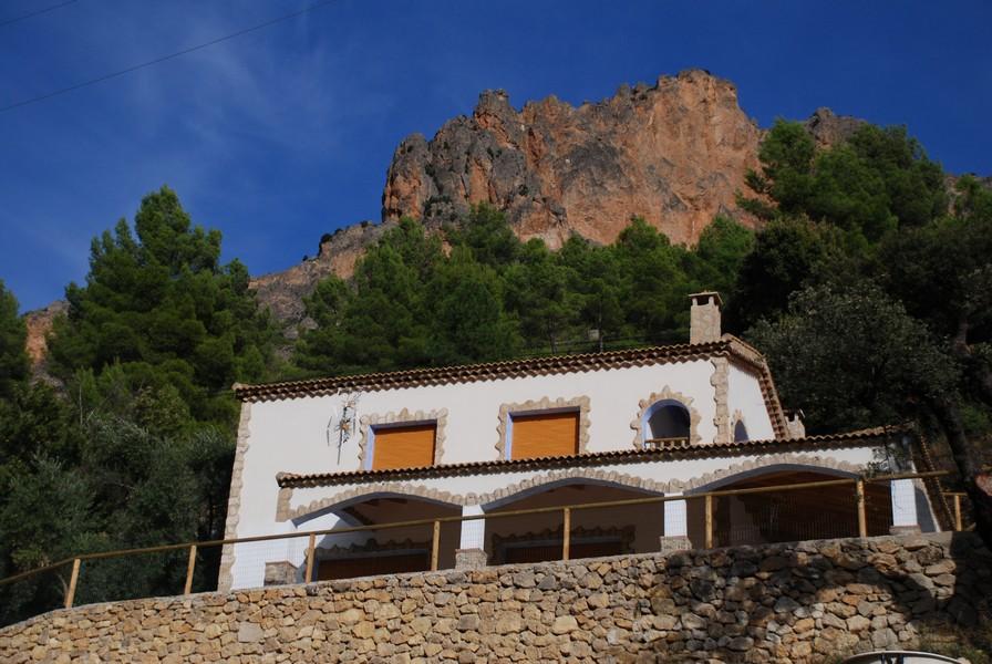 Casas rurales en yeste albacete con piscina los cedros 09 hospeder a r o zumeta hotel en cazorla - Casas de citas en albacete ...