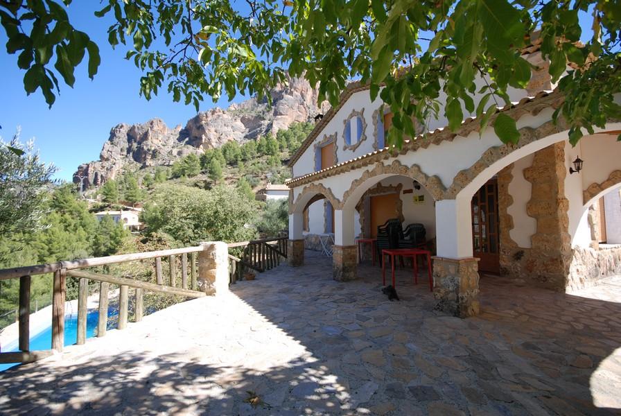 Casas rurales en yeste albacete con piscina los olivos 15 for Casa rural para 15 personas con piscina